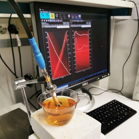 permittivity and conductivity of the simulating liquid must be same as human tissue